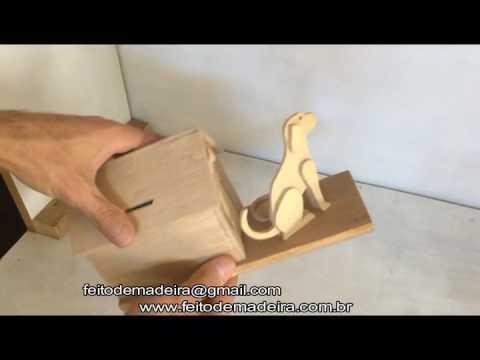 Cofre cao de guarda feito de madeira wooden coin holder dog house