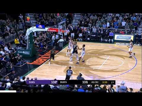 Giannis with the 360 lay-up (11/23/2018)