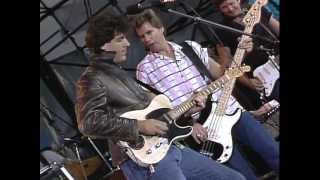 vince gill victim of lifes circumstances live at farm aid 1985