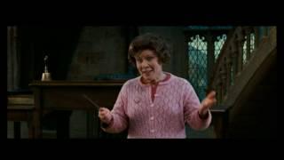 Harry Potter ve Zümrüdüanka Yoldaşlığı - Konuşmak isteyen öğrenci el kaldırır.