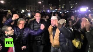 Парижане поют и танцуют спустя неделю после терактов в городе