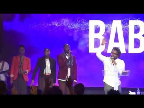 Sonnie BADU à ICC  chante Baba Ohhhh / video source icc