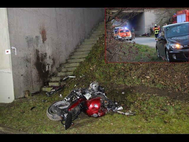 Todes-Drama bei Schwandorf - Motorradfahrer prallt gegen Brücke und stirbt