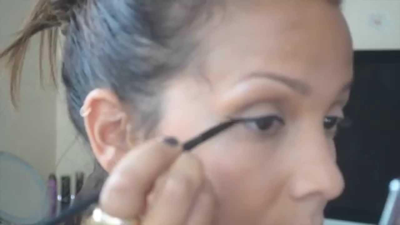 Easy quick cat eye liner tutorial youtube easy quick cat eye liner tutorial baditri Image collections