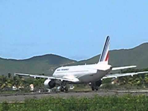 Air France A320 taking off from Sint Maarten to Cayenne