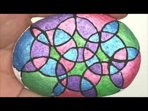 How to paint circles onto rocks. A fun rock painting hack