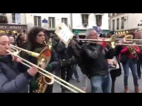 15h, rue du Faubourg Saint Antoine, près de la Bastille  Une scène qui laisse sans voix s