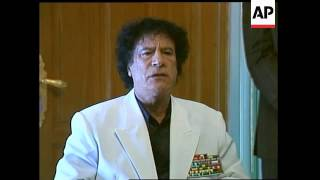 Gadhafi arrives, walks out of opening session, comments