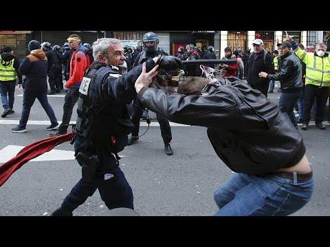 شاهد: فيديو جديد لتعنيف الشرطة الفرنسية لمتظاهرين يربك حكومة فيليب …  - 11:59-2020 / 1 / 19