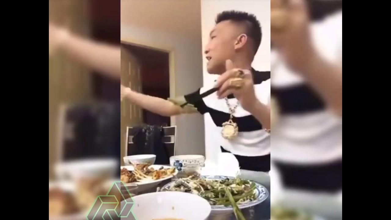 Huấn Hoa Hồng Đánh Nhau Khi Đang Ăn , Làm Đéo Có Chuyện Bạn Mày Là Bạn Tao Được