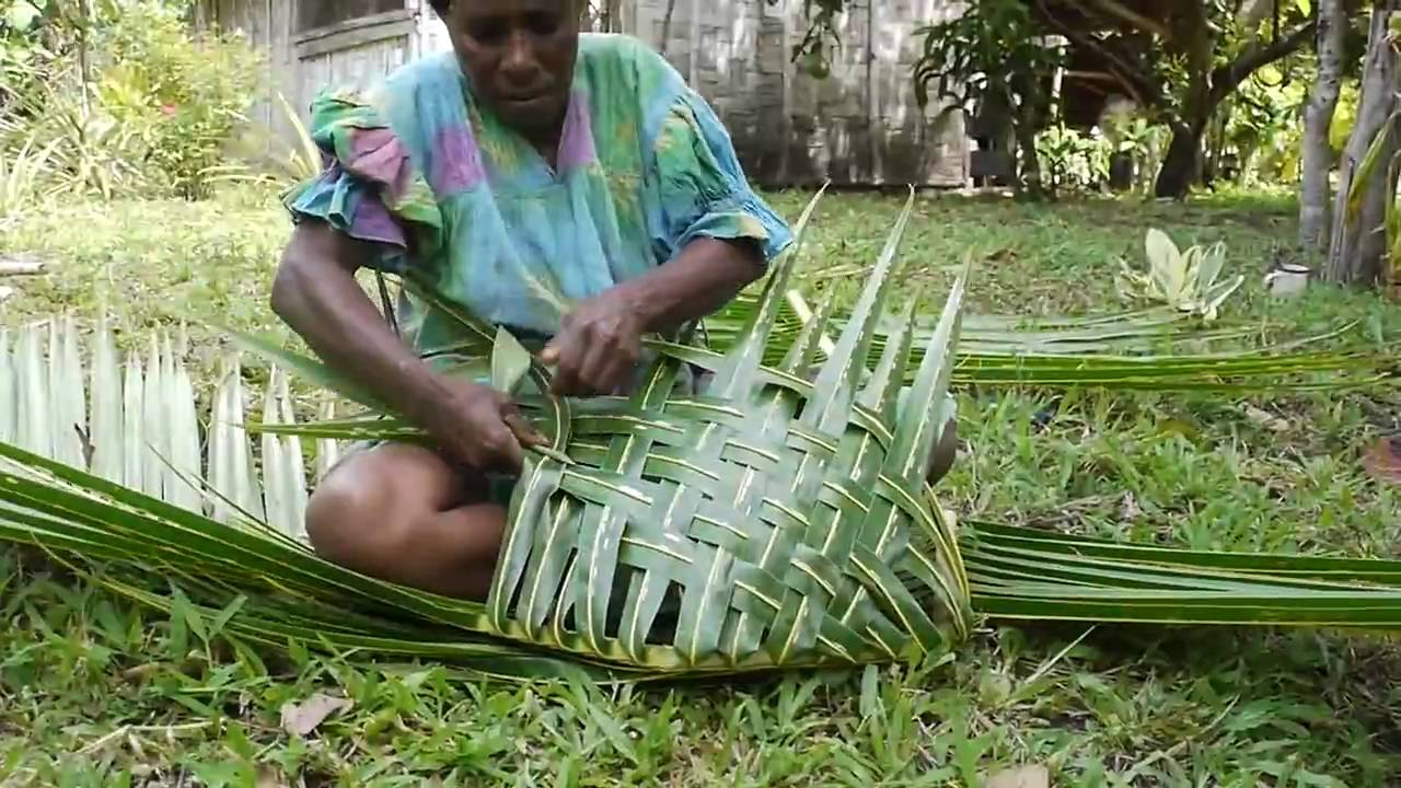 Basket Weaving With Leaves : Making coconut leaf basket epi island vanuatu