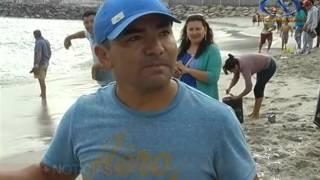 Varazón de anchovetas sorprende a bañistas en Balneario Municipal