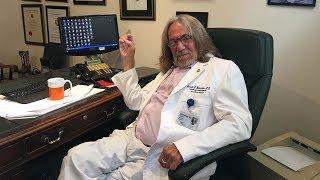Cựu bác sĩ của tổng thống nói ông Trump tự viết vào hồ sơ sức khỏe