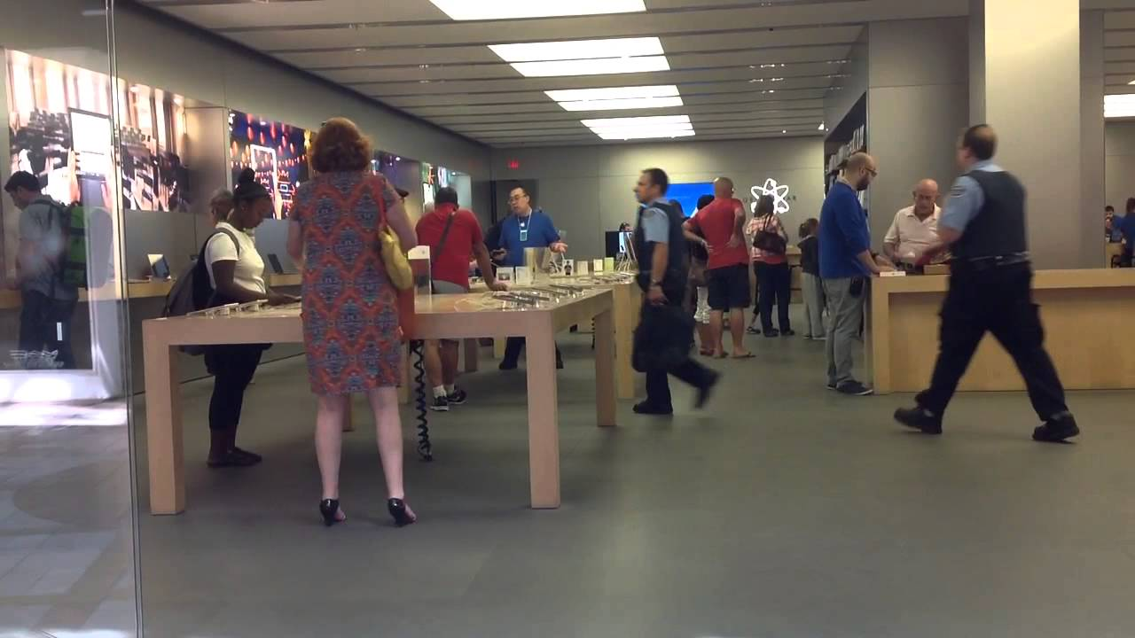 Apple Store Ottawa Rideau Centre August 6 2014