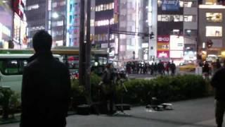 渋谷で「いきものがたり」を歌う女の子