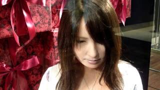 新宿高島屋2階に展示中のロボット。周囲の状況に反応して、表情が変化す...