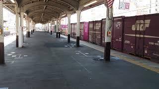【JR神戸駅】207系普通電車に乗車前にJR貨物EF210-115桃太郎通過