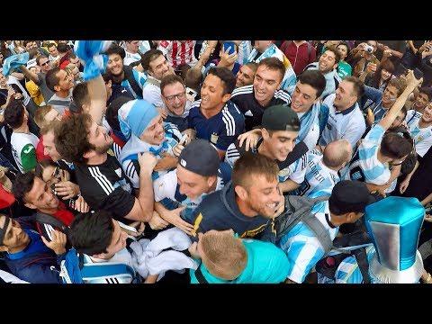 Смотреть Football fans of Argentina Singing   los fans de argentina   Vamos Argentina Copa America 2019 онлайн