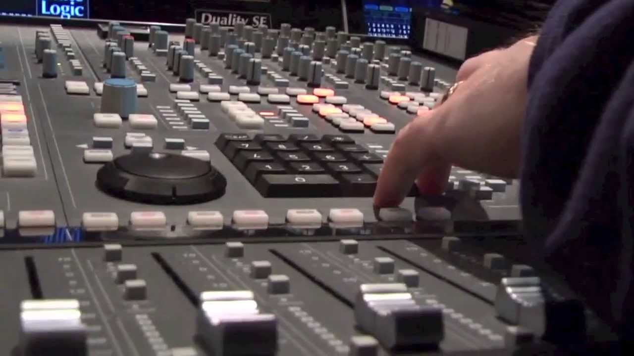 Ménage Quad - Listen To The Music