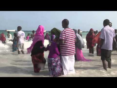 MULTITUDES CELEBRATE EID IN BELET WEYNE, SOMALIA