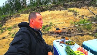 Супер рыбалка на таёжной реке. Готовим вкусный обед. 2 часть.