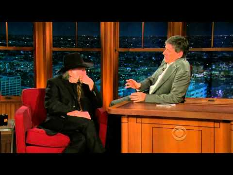 Late Late Show with Craig Ferguson 4/16/2010 Willie Nelson, Ellie Kemper