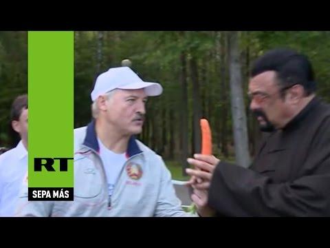Steven Seagal visita Bielorrusia: Come una zanahoria y disfruta de una cena con el presidente