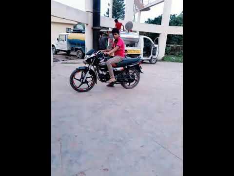 Shivam kumar yadav driving hf deluxe bike