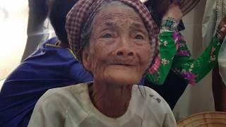 Xem là khóc rất to | Cô Tư \u0026 cháu gái ở Úc trao 300 suất quà cho bà con nghèo ở An Giang