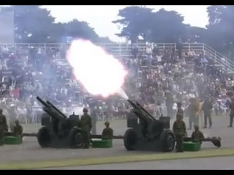 Tchaikovsky 1812 Overture with 105mm Cannons 20101017 22