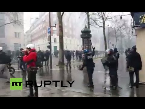 LIVE: Protesters clash with police at Paris rally against labour reforms