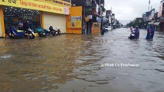 Nhiều nhà dân ở Bồng Sơn [Hoài Nhơn, Bình Định] bị cô lập giữa biển nước ngày 10/12