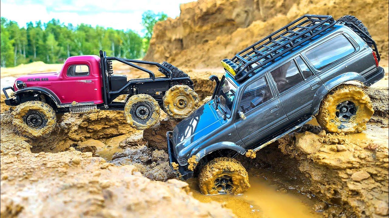 Машинки гоняют по бездорожью и в грязи