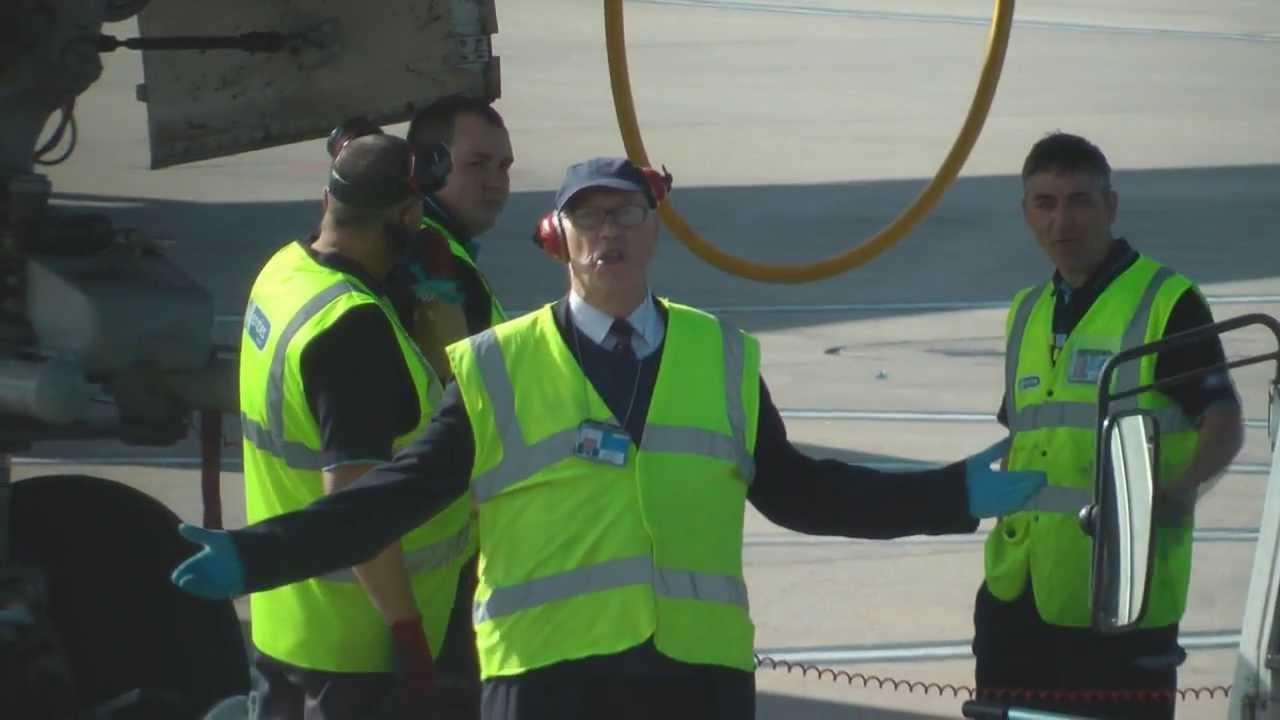 Baggage Ramp Handler For American Airlines Curses Rude