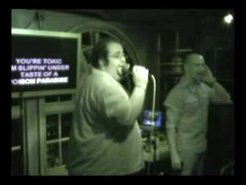 Tilmen Sings - Britney Spears: Toxic (FAT MAN TiLMENs HILARIOUS Karaoke)