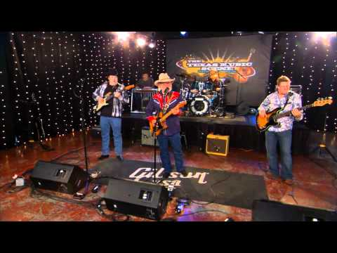 Tommy Alverson performs