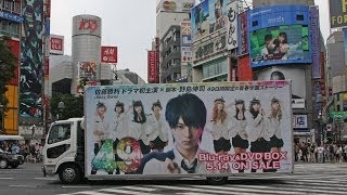 渋谷を走行する、中島健人(Sexy Zone) 劇場版「BAD BOYS J -最後に守...