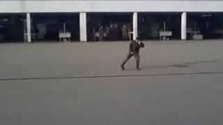 парень танцует как Майкл Джексон Guy dancing like Michael Jackson