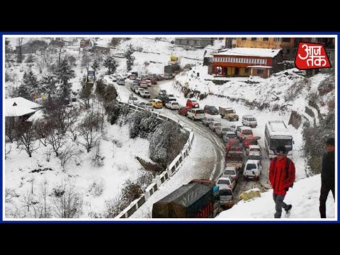 Snowfall in Kashmir throws life out of gear