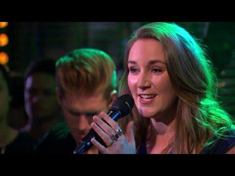 Katell Chevalier zingt Tous Les Mêmes van Stromae - RTL LATE NIGHT