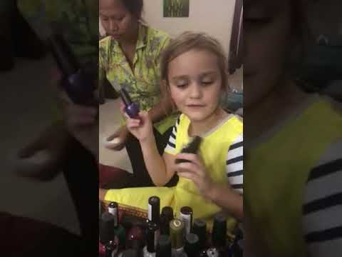 Whitney gets flower nails in Bali