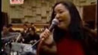 鄧麗君後期很常唱的一首歌,中譯:我只在乎你, 彩排?1992?很珍貴的一...