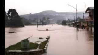 Uma forte chuva atingiu Rio Bananal,alagando a cidade,alagamento.