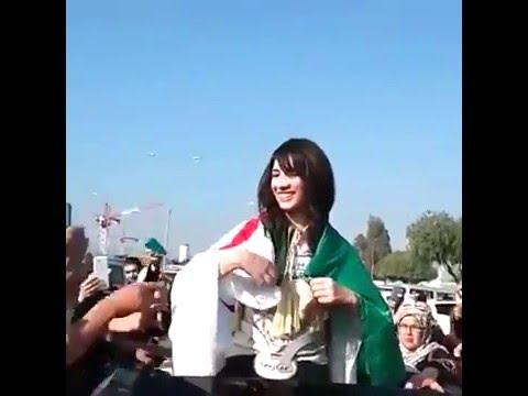 souhila belachheb 2 سهيلة بن لشهب تحي الجمهور فوق السيارة