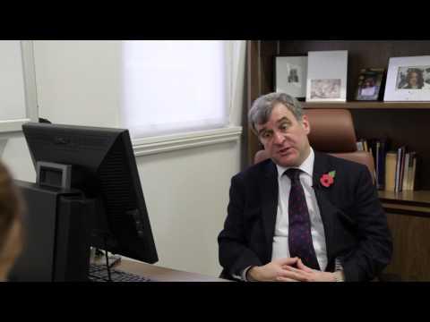 Minimally Invasive Surgery With Mr R Lloyd Williams