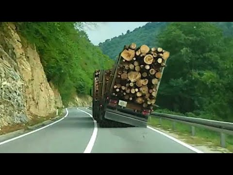 Zamalo prevrtanje pretovarenog kamiona - The overloaded high speed truck in Bosnia!