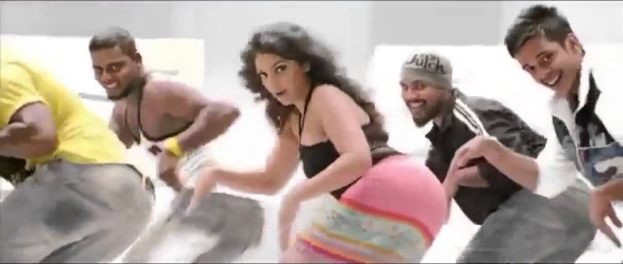 Download Matinee Malayalam Movie  Mythili Item Dance  Ayalathe Veettile Full Song 2012 HD 720p