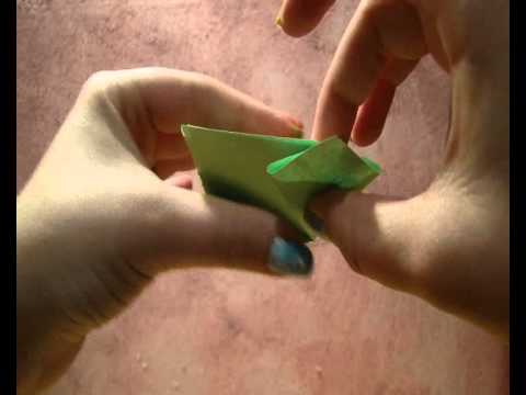 How to make an origami flower (tutorial).