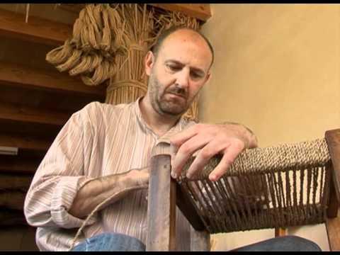 Elaboraci n de sillas en hierro con hilos de pl stico doovi - Como arreglar el asiento de una silla ...