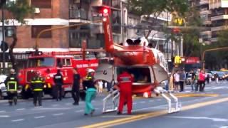 Helicoptero aterriza en Av. Las Heras y traslada herido
